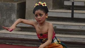Peduli Sampah Plastik dituangkan dalam kesenian Anak Anak Di Bali