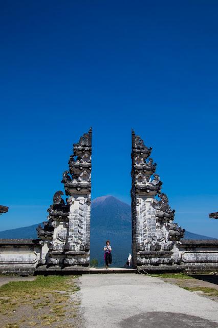 Porta del tempio Penataran Agung Lempuyang temple-Bali