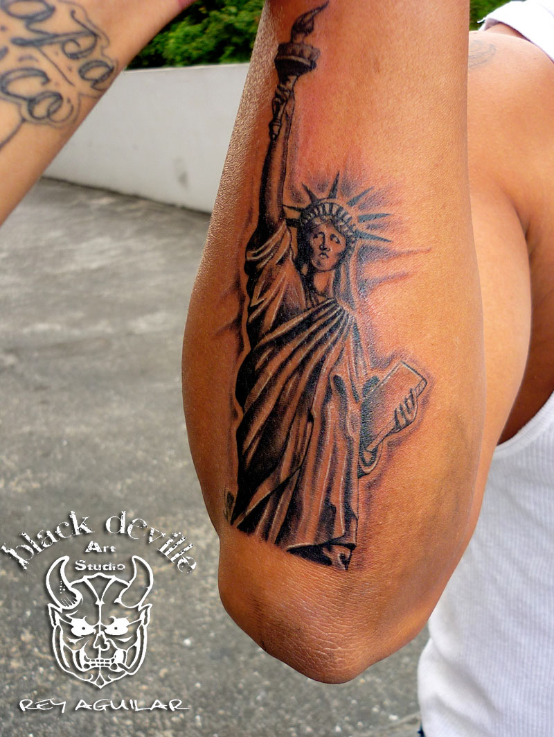 Rey Aguilar Black Side Tattoo Estatua De La Libertad