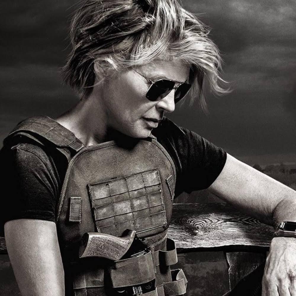 Terminator Dark Fate :「T 2」のその後を描いた「ターミネーター」の最新作「ダーク・フェイト」が、約28年ぶりにサラ・コナーを演じてくれた60代の戦うヒロイン、リンダ・ハミルトンのクールなポートレイトをリリース ! !