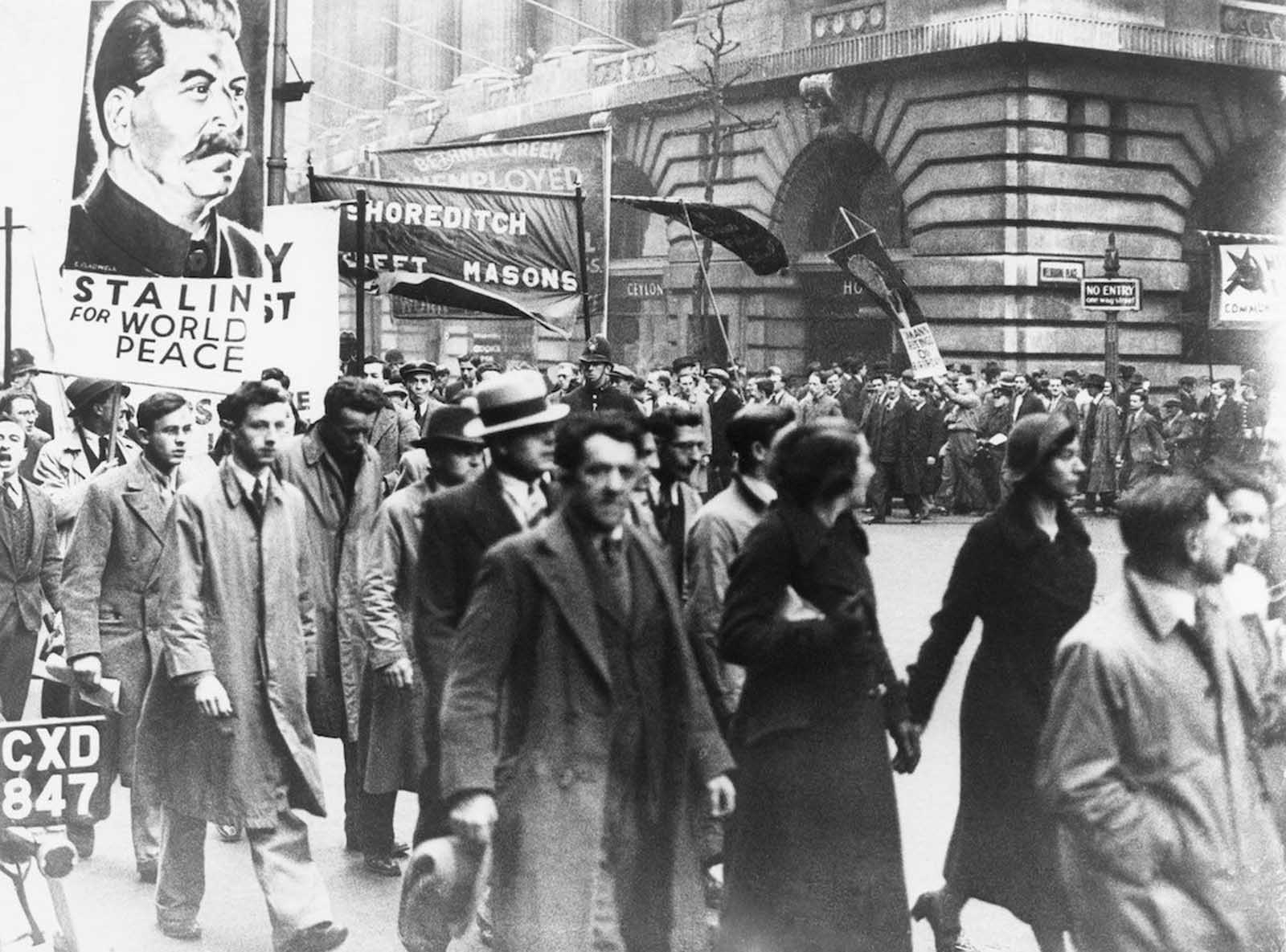English Communists marching in London. 1936.