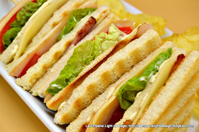 detalle-de-cerca-del-sandwich-club-de-pavo
