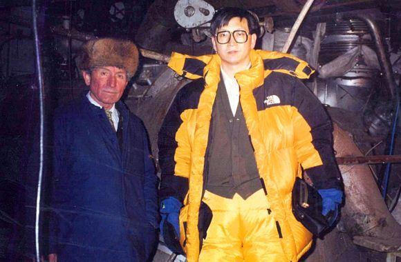 Xu Zengping bersama desainer kapal induk Varyag