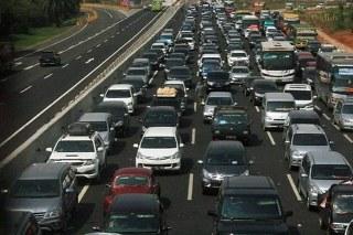 Polisi memprediksi kepadatan kendaraan di libur panjang akan terjadi pada Sabtu malam