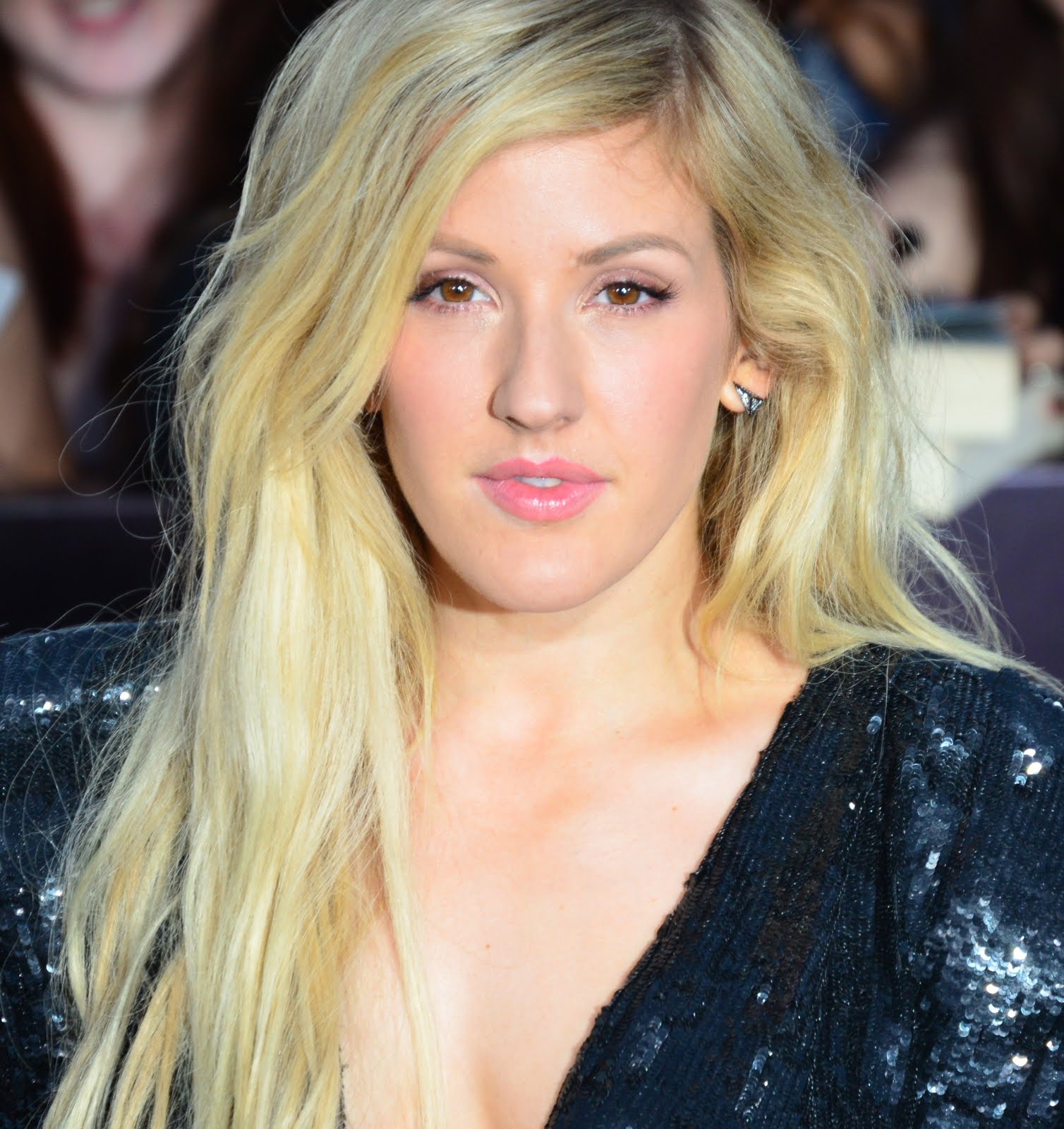 "Ellie Goulding cantó ""Army"" en un Festival Italiano."