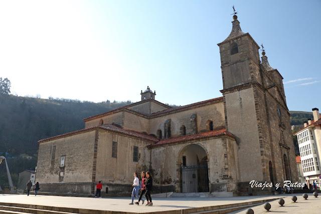 Exterior de la Basílica de Santa María Magdalena de Cangas del Narcea
