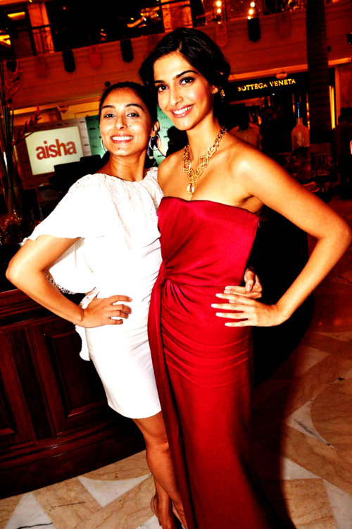 88cc13cac990d Sonam Kapoor and Prernia Qureshi