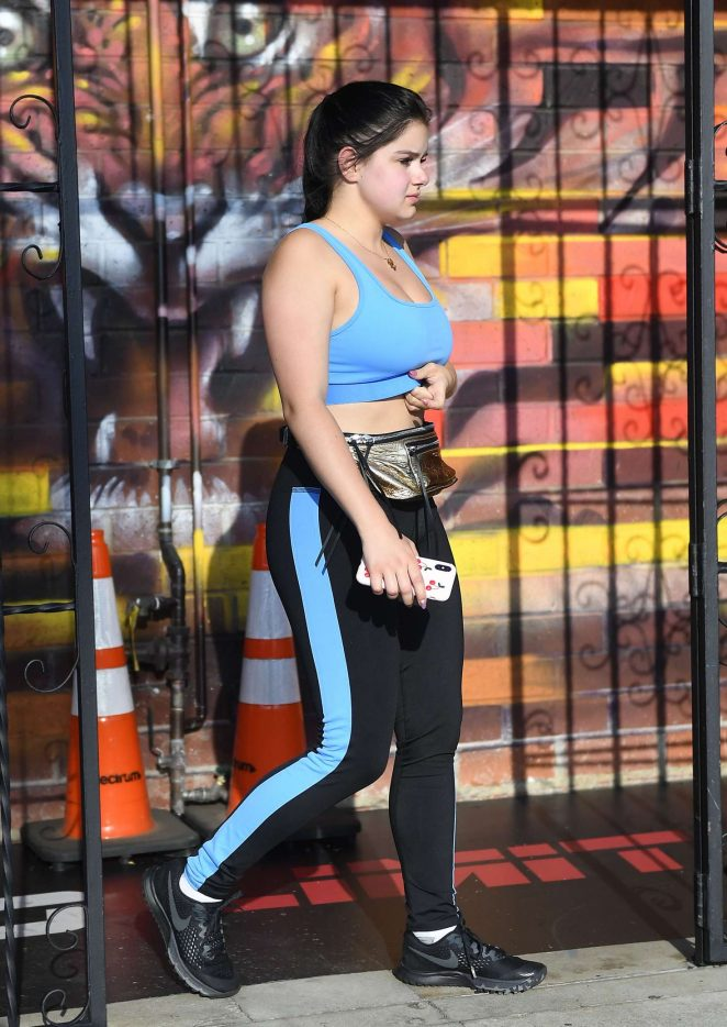 Ariel Winter Looks Hot in workout clothes