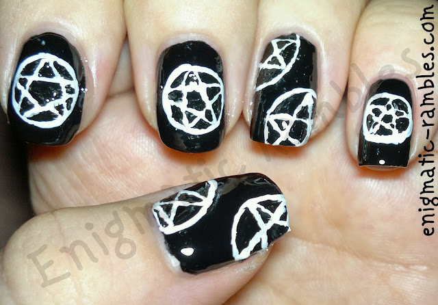 pentagram-nail-nails-art-freehand-black-white