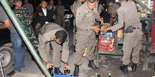 Ratusan Botol Minol Disita Satpol PP Padang