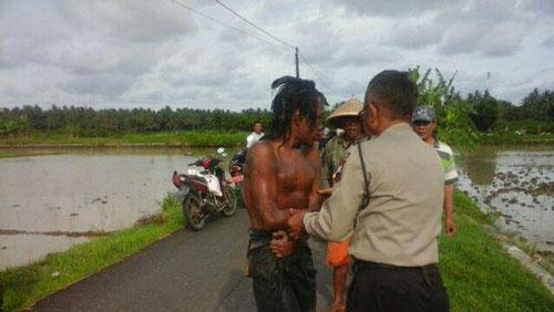 Heboh Mayat Pria di Sawah Tiba-tiba Hidup dan Tertawa Saat Dievakuasi Polisi