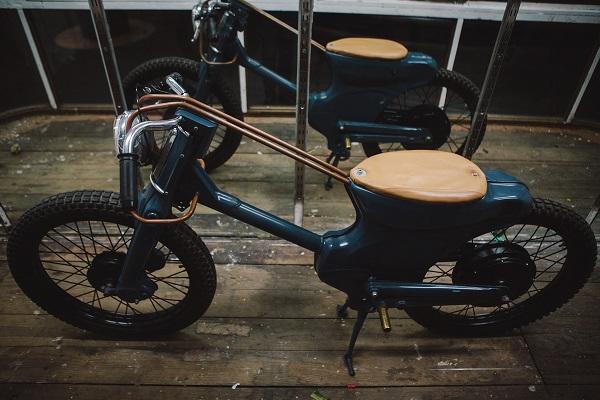 Honda Cub 90 độ động cơ điện trong dáng cổ điển những năm 70