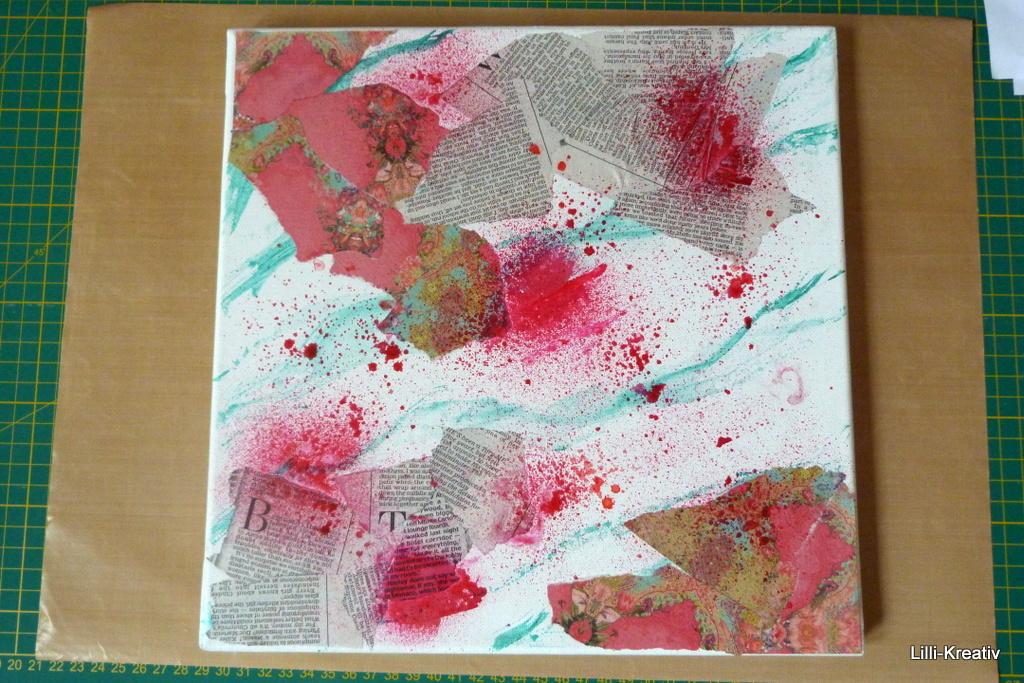 Papierschnipsel Mir Verdünntem Kleber (einfach Mit Wasser Verdünnt) Auf Leinwand  Kleben 2. Beliebig Mit Farbe Besprühen 3. Mit Gesso übermalen