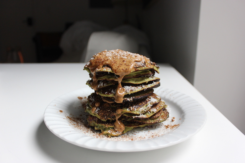 GREEN HEALTHY PANCAKES!!
