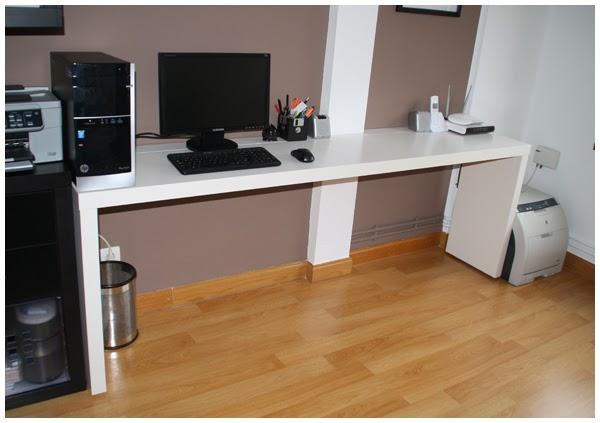 La neurona del manitas mesa de despacho con una mesa malm y unos estantes para cuadros ribba - Mesa ordenador pequena ...