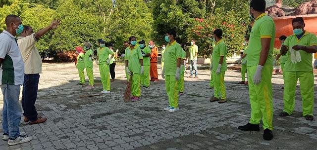 Paukan Hijau Bis Kuning Dinas Lingkungan Hidup Alor Bersihkan Kota Kalabahi