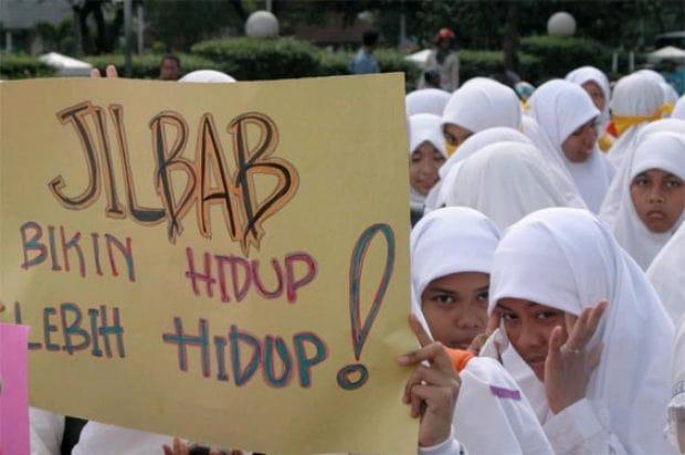 Ahok Samakan Jilbab dengan Kain Lap dan Larang Siswi Gunakan Hijab