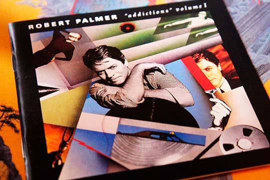 """Caratula del CD, """"Addictions Volumen 1"""" de Robert Palmer publicado en 1989, de la colección privada de Julián Franco, exibido en 4Works Studios."""