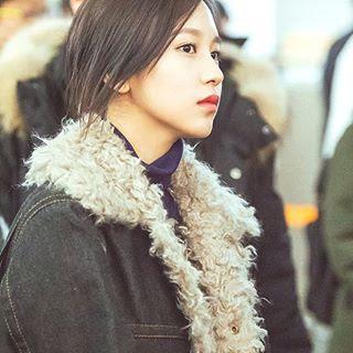 Foto ini salah satu favoritnya admin, Mina terlihat  cantik natural di foto ini.