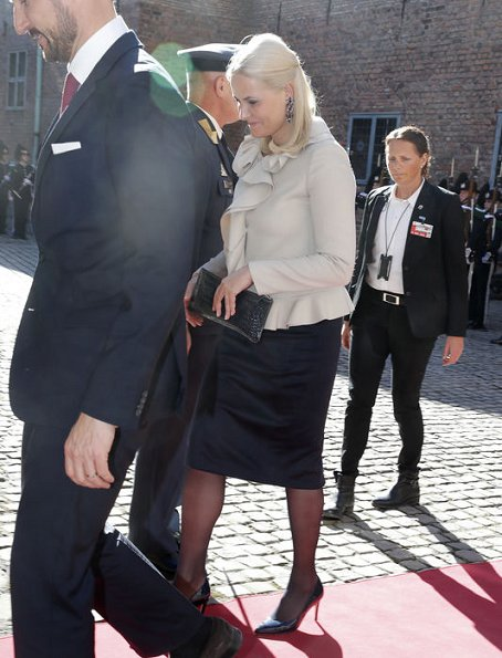 Crown Princess Mette-Marit, Gudni Johannesson and Eliza Reid at the Akershus Fortress. Crown Princess Mette Marit wore Valentino Ruffle trimmed wool and silk blend jacket
