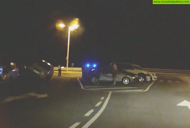 Un vehículo colisiona con otro estacionado en La Plaza de San Fernando de Santa Cruz de La Palma
