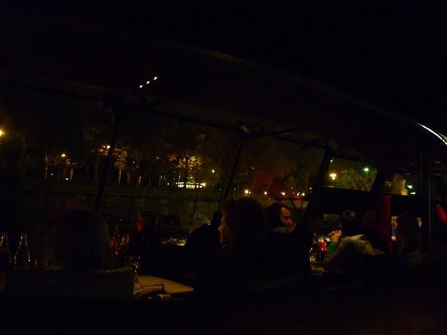 diner croisiere sur la seine avec les bateaux parisiens