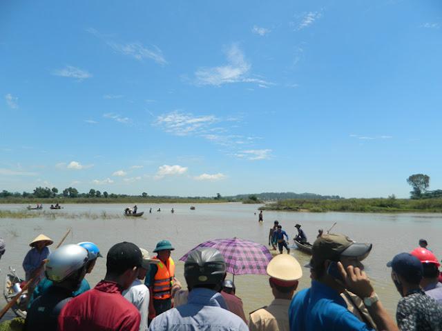 Lật ghe trên sông Trà Khúc 1 người mất tích