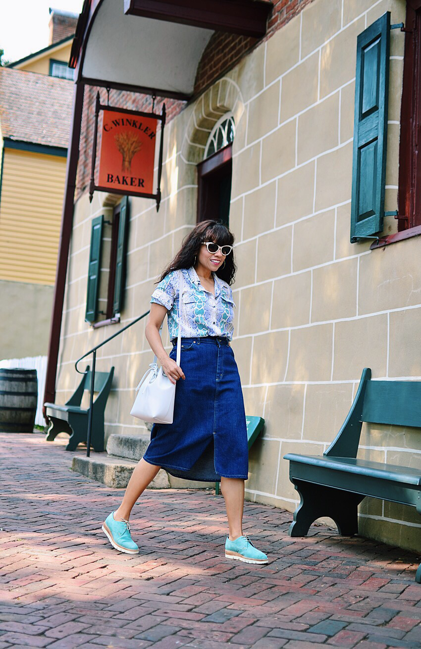 Long denim skirt street style