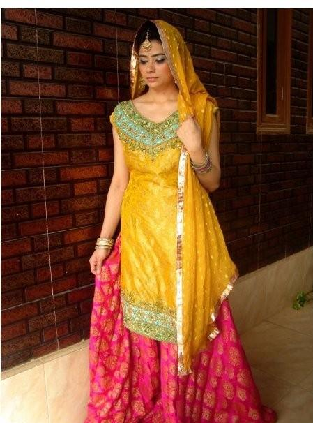 41403f96e5 Here are some ideas on what to wear at your Mayun and Mehndi ceremony.
