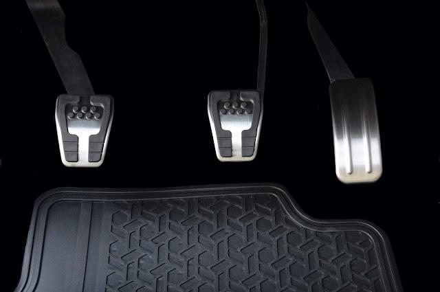Ford EcoSport - pedaleiras metálicas
