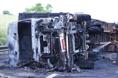 caminhão queimado, acidente de caminhão, caminhão, caminhoneiro, motorista, logística, fh, volvo, scania, iveco, daf, mercedes, atego, flogão elite, flogão, flogão caminhão, caminhões top, caminhão top, caminhão qualificado, caminhão à venda, quebrada de asa, caminhão,