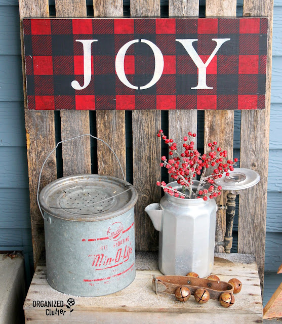 2018 Junky Rustic Christmas Outdoor Covered Patio Decor #signs #buffalocheck #vintage #rusticChristmas
