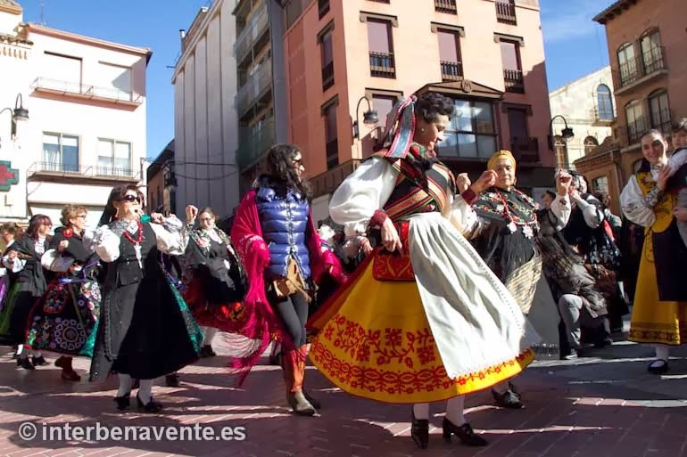 http://interbenavente.es/not/6214/las_candelas_recuperan_el_sabor_de_lo_tradicional_en_benavente/