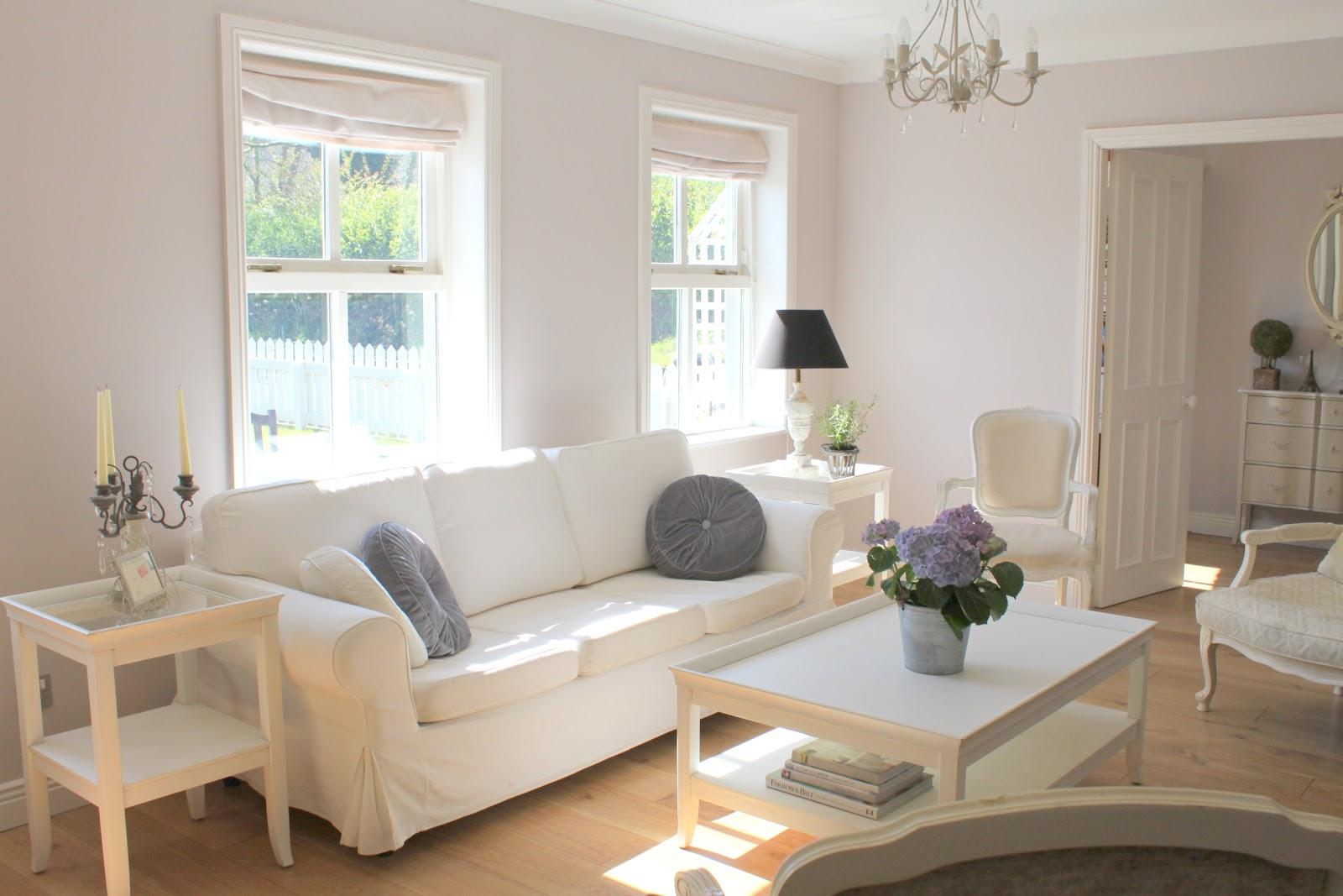 La Vie en Rose: Spring Living Room