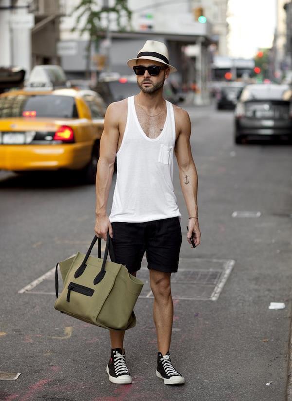 look masculino com regata, chapéu e óculos