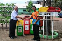 Bantuan Tong Sampah Pilah dari Sudin Kebersihan