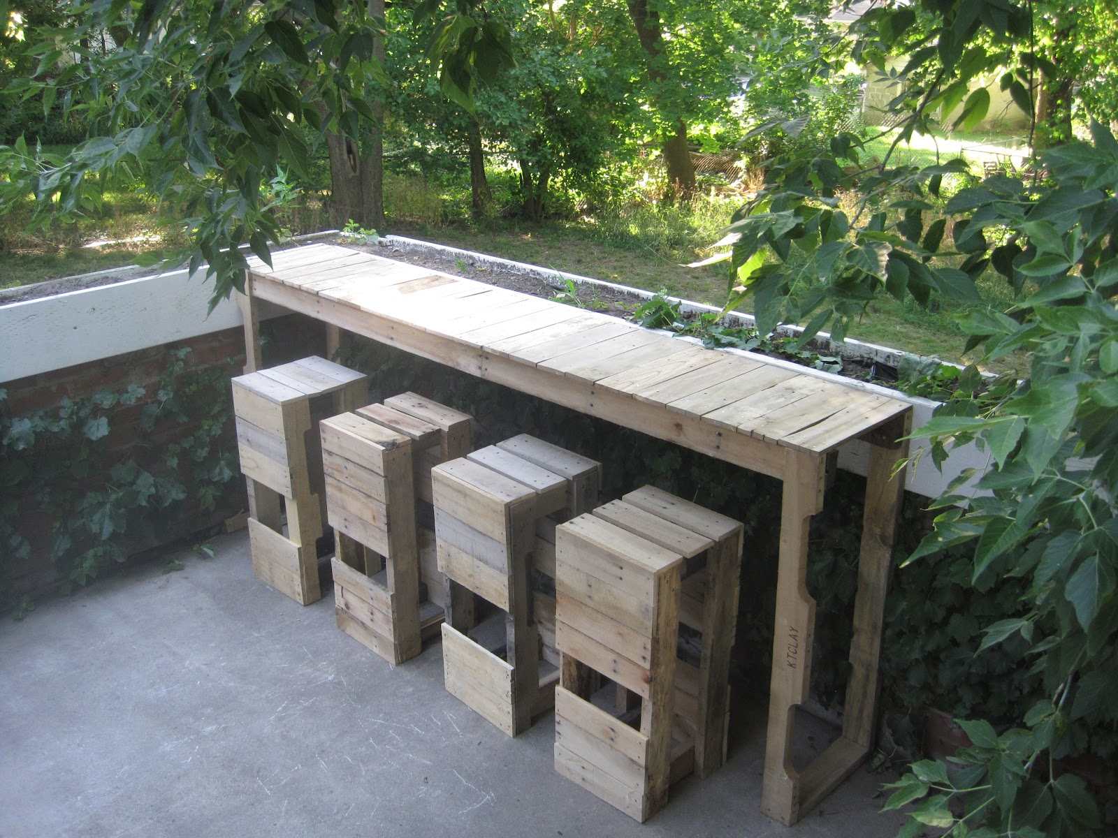 Table Bar De Jardin Stacked Design: Pallet Bar/table