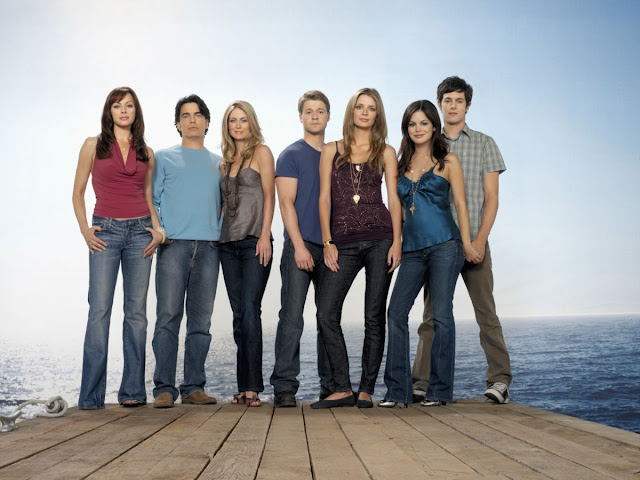 melinda clarke, peter gallagher, kelly rowan, benjamin mckenzie, mischa barton, rachel bilson and adam brody pose for season 3 the o.c. promotional photo photos