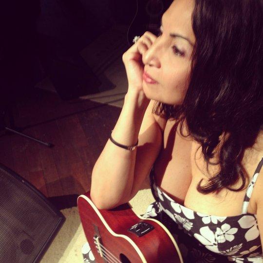 Conheça a cantora e compositora Eliana Printes. Um presente da Amazônia para a MPB.