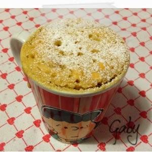 Mug cake riso, yogurt, mele e cannella