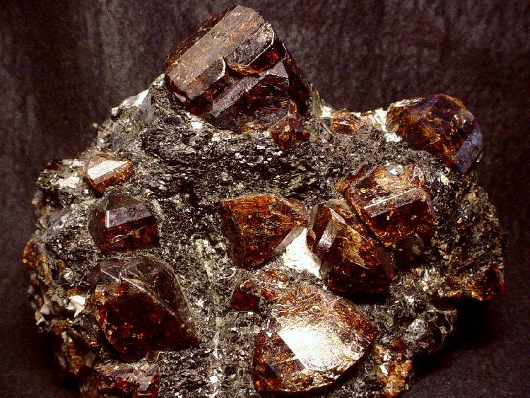 Zircon, Mineral do Grupo dos Silicatos