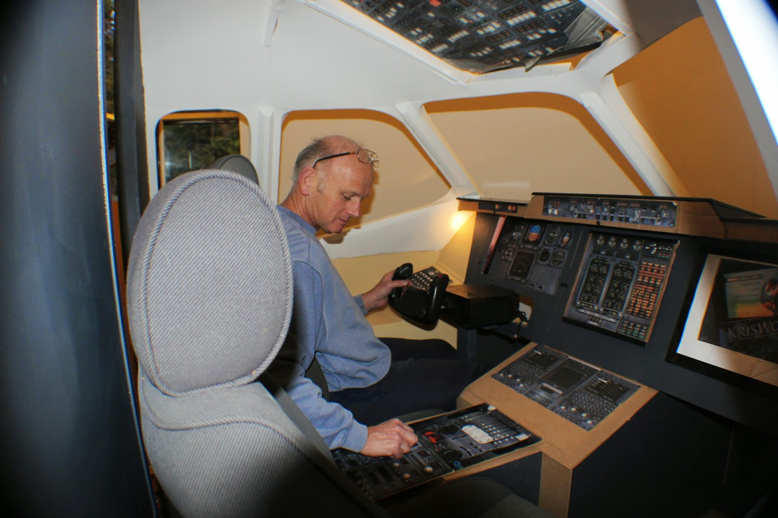 BAE 146 - Home Built Flight Sim: Central Pedestal