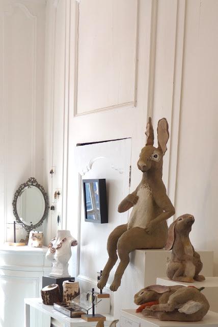 Lapins de Pablo Castillo dans l'atelier de la bijoutière contemporaine Marine Cauvin - Photo Galerie de la Maraine