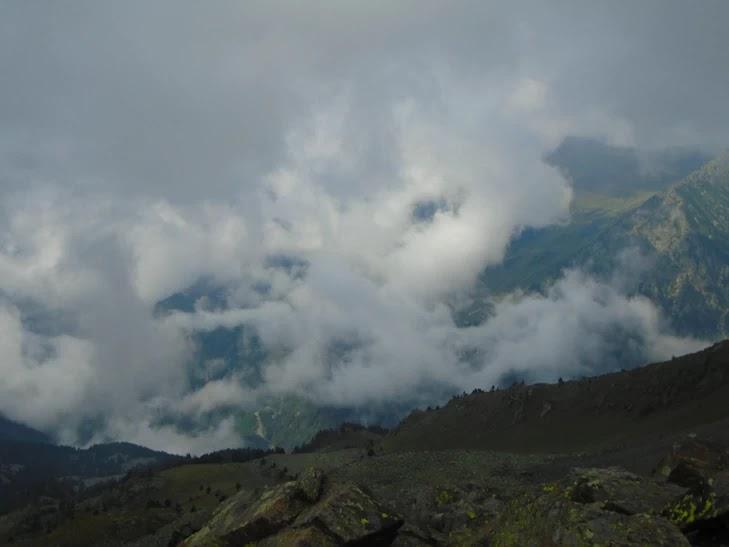 La Coruvilla entre la niebla