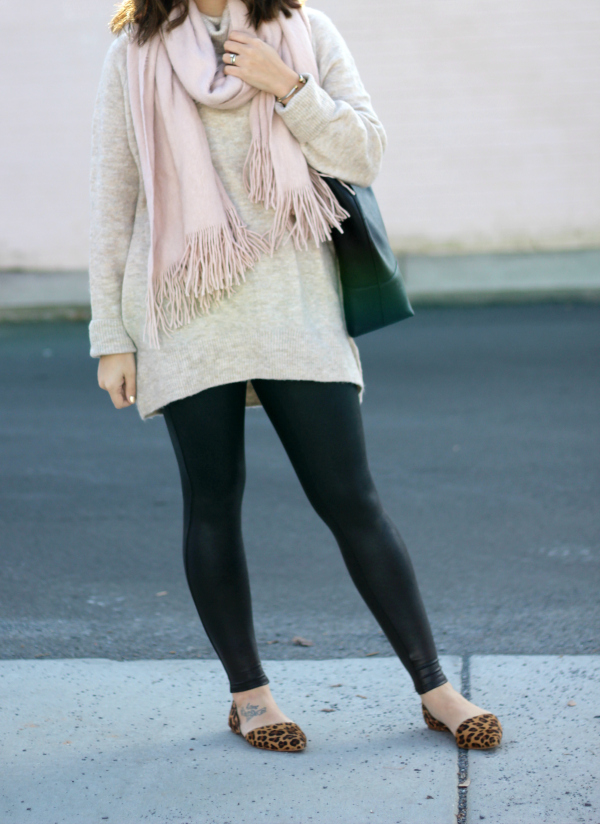 style on a budget, leggings friendly sweater, north carolina blogger, mom style, winter fashion