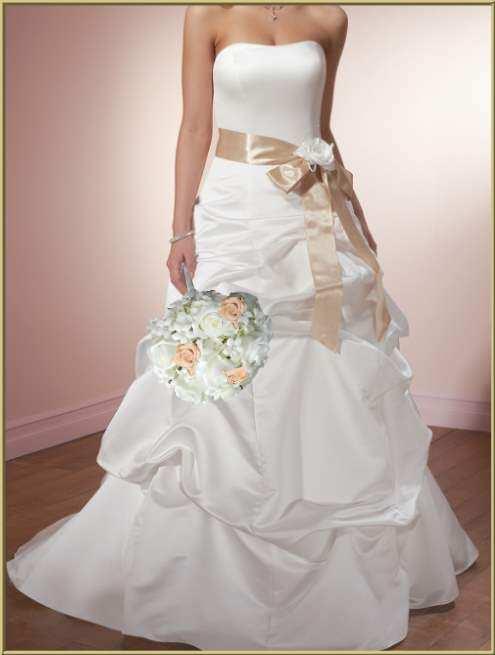 Elegant White Wedding Dress Designs With Ribbon Decoration