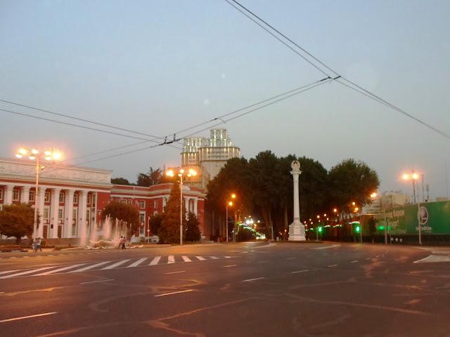 Площадь Исмоила Сомони, Душанбе, Таджикистан - фото