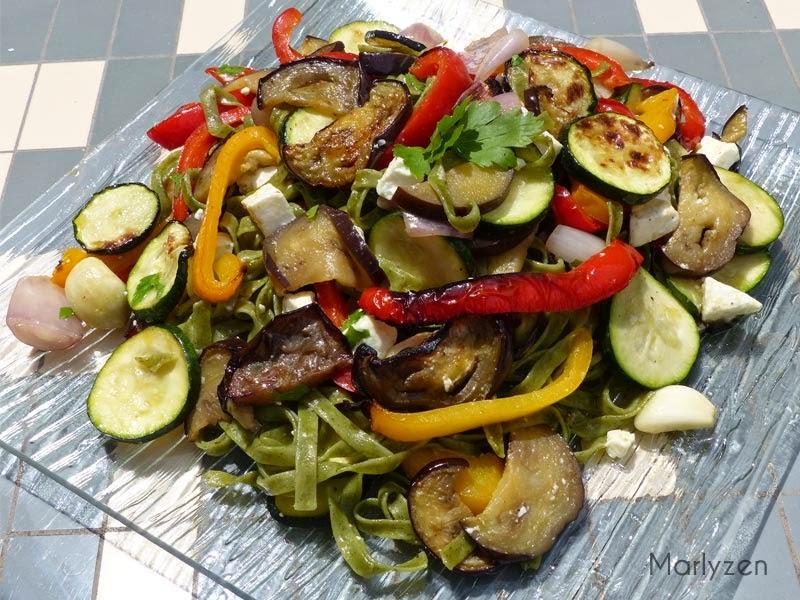 Tagliatelles aux légumes grillés et à la feta.
