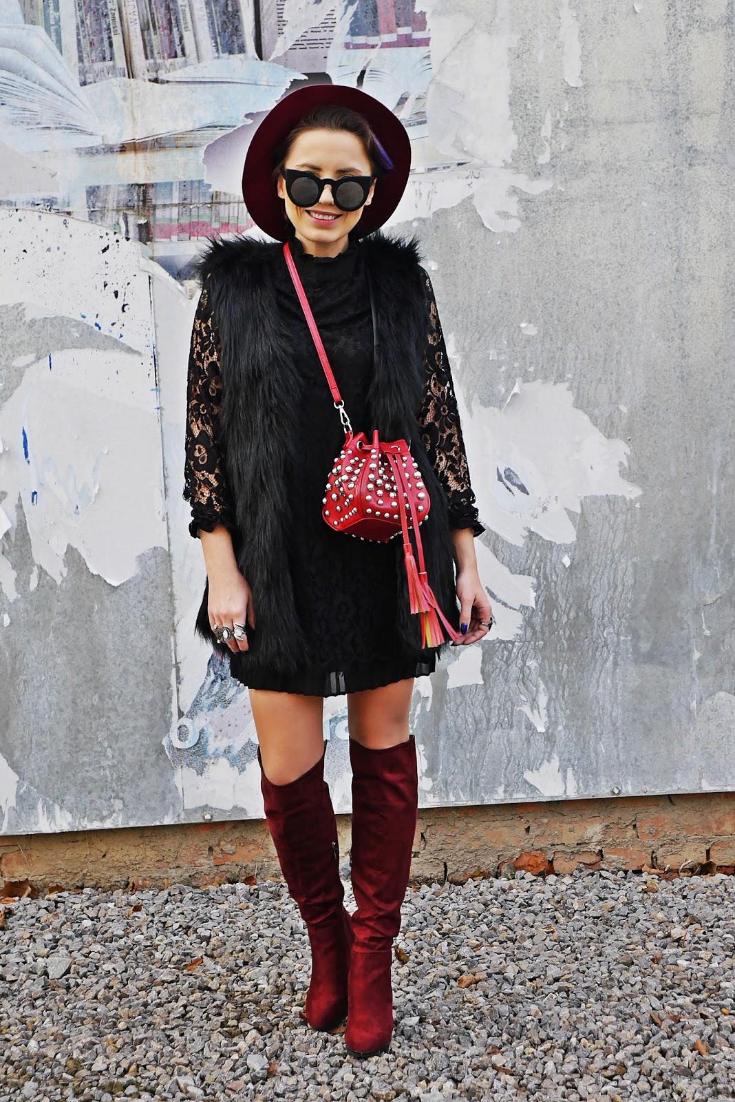 6_lace_black_dress_fur_vaist_red_bag_gamiss_karyn_blog_modowy_221117f