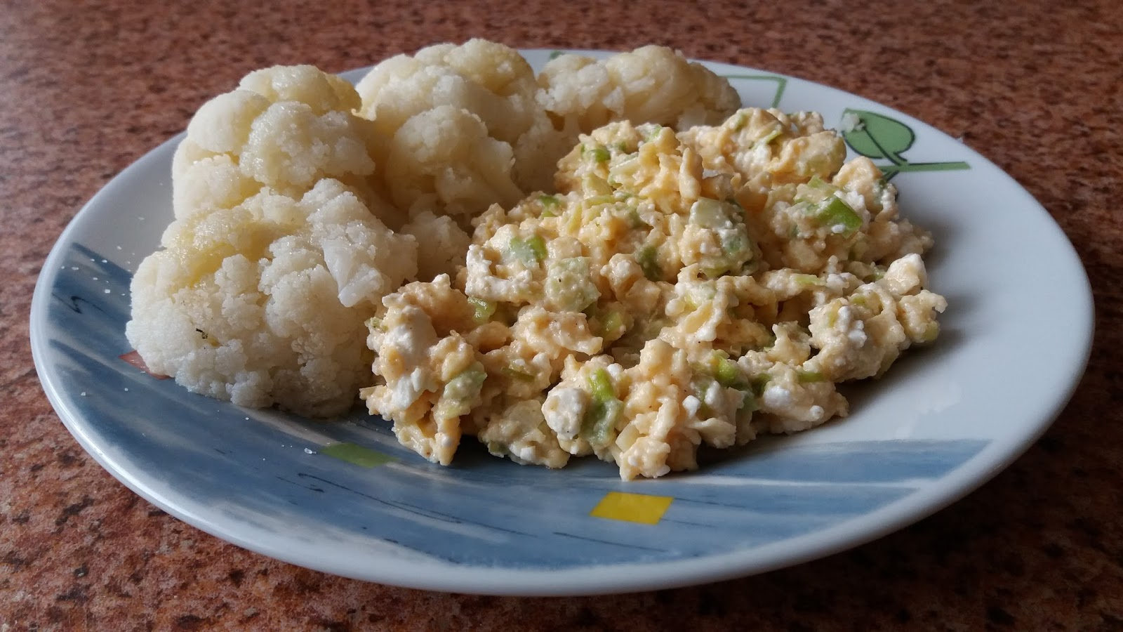SCRAMBLED EGGS WITH LEEK AND CAULIFLOWER IN AN OVEN